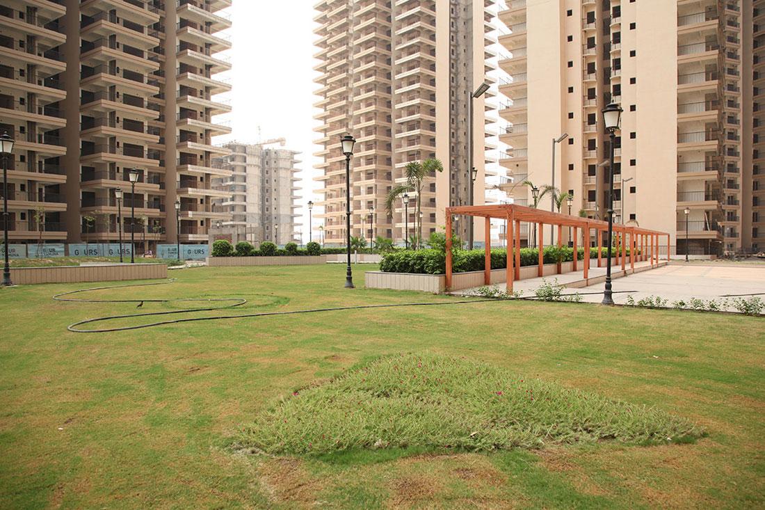 Gaur Yamuna City 16th Park Vie